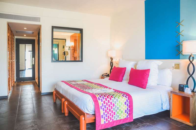 Large club med cancun deluxe 5 t 2